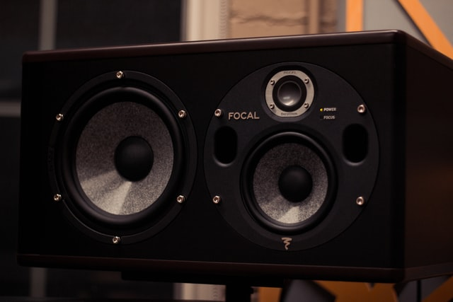 How Does a Wireless Subwoofer Work